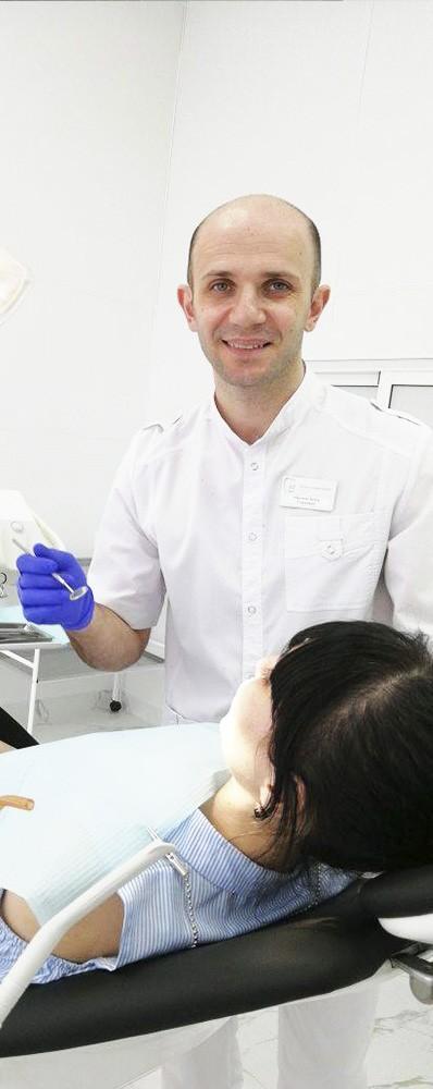 Айрумов Артур Сергеевич - Главный врач, врач-стоматолог, ортопед, хирург-имплантолог.