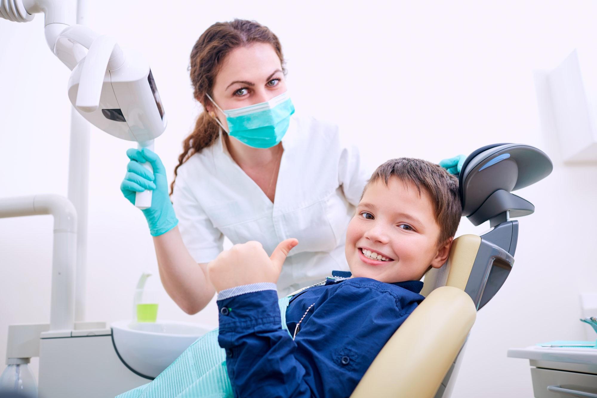 Лечение зубов без боли системой ICON